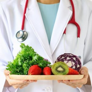 χορτοφαγική διατροφή vegan υγεία υγιεινή διατροφή κοροναιός κορωνοιος κορονοιος για τις ιώσεις και το κρυολόγημα πράσινα λαχανικά μανιτάρια ακτινίδιο φραουλες ροδι σκοτώνει τα μικρόβια συνάχι H1N1 SARS COVID-19