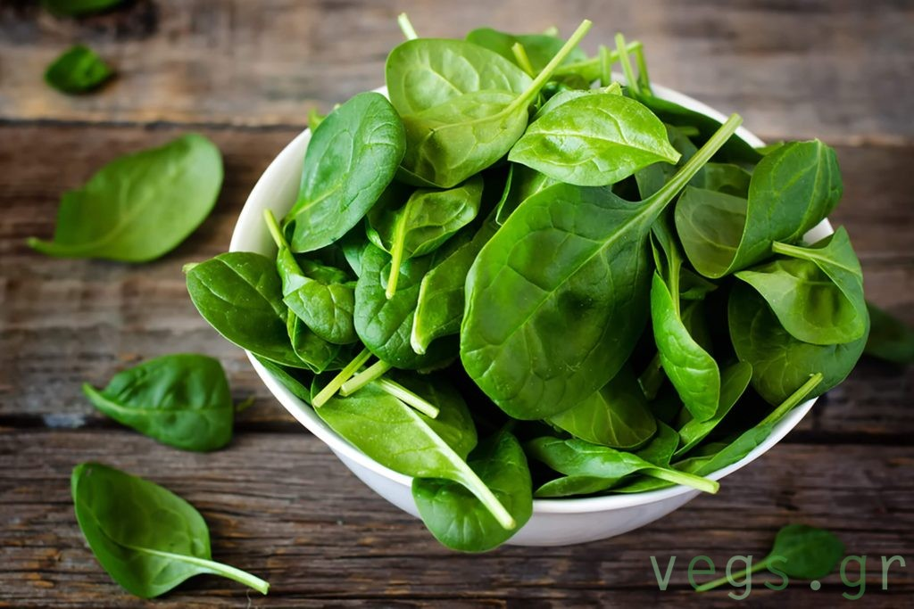 σπανακι καλιο βιταμινη C λαχανικα vegan τροφες διατροφη υγεια ιωσεις κρυωμα εναντια στον κορονοιο γριπη φυλλωδη πρασινα λαχανικα
