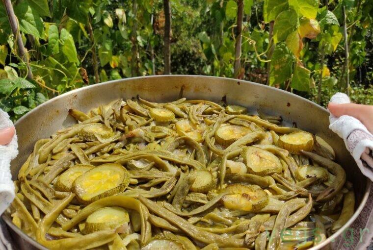 fasolakia beans potatoes zucchini patates tapsi roaster oven onion kremmydi kolokythakia vegan healthy food nutritious easy